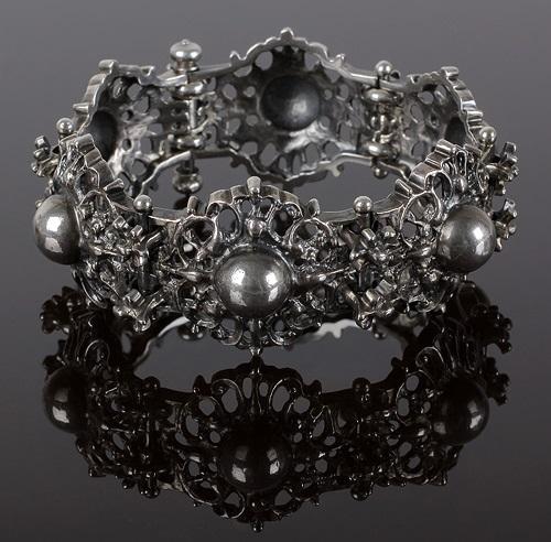 The bracelet - a variation on the ancient Byzantine jewelry (1