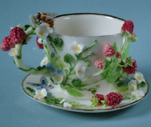 Raspberry. Porcelain miniature by Svetlana Oreshkina