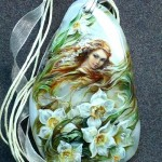 'Time of daffodils', pendant. Lacquer miniature painting