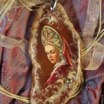'Uzoroche' pendant from the series 'Russian Beauty'. Lacquer miniature painting on a natural stone. Artist Anna Taleyeva
