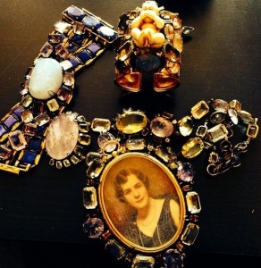 Created by Fineartshop vintage jewellery