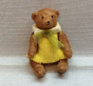 Retro teddy bear made in mixed media, 3cm. Arms and legs moving