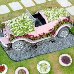 Automobile covered with plants