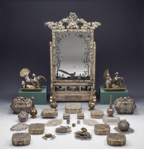 Chinese dresser beginning of the 18th century. Glass, mercury amalgam, paper, silver, filigree, gilt bag, wood, velvet, peacock feathers, pearl, crystal