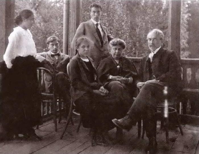 The family portrait. Photo (Leonid Pasternak - right)
