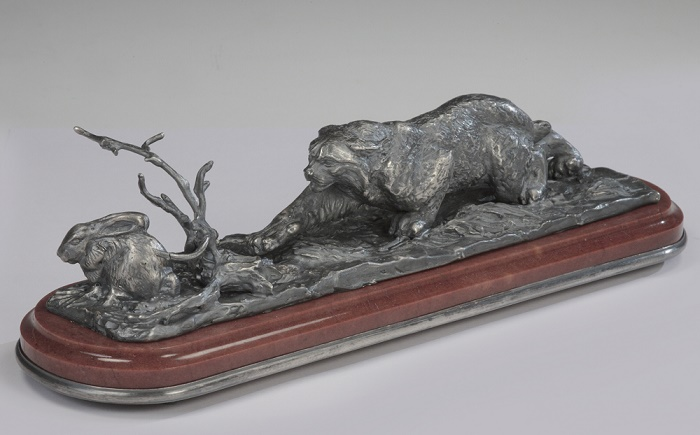 Lynx on the hunt. Desk decoration. Silver, quartzite