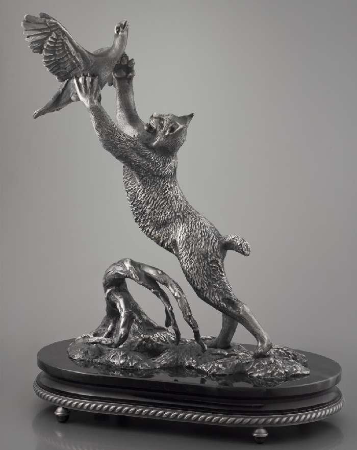 'Lynx on the hunt'. Table decoration. Silver, jade