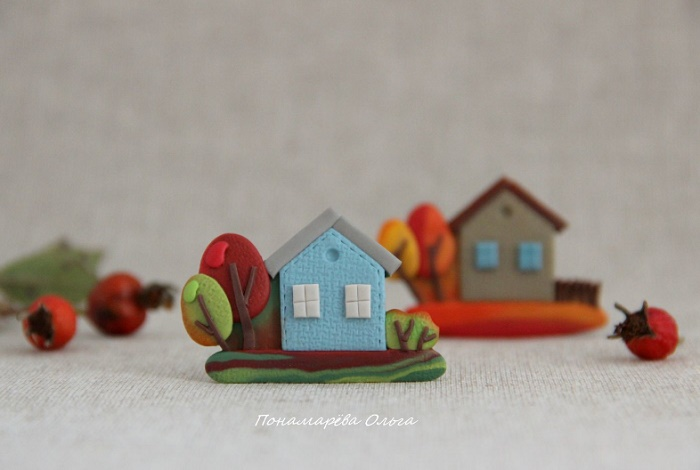 A house in the village brooch