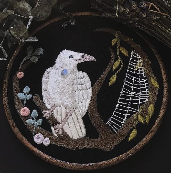 Exquisite white Raven