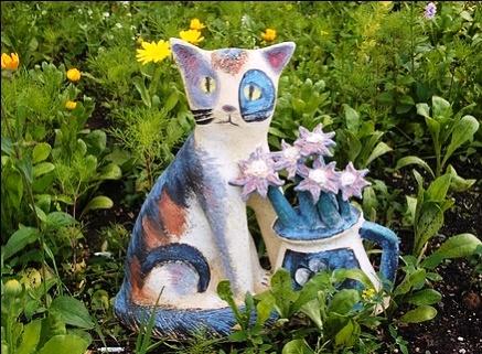 Beautiful ceramic sculpture - a cat with a bouquet