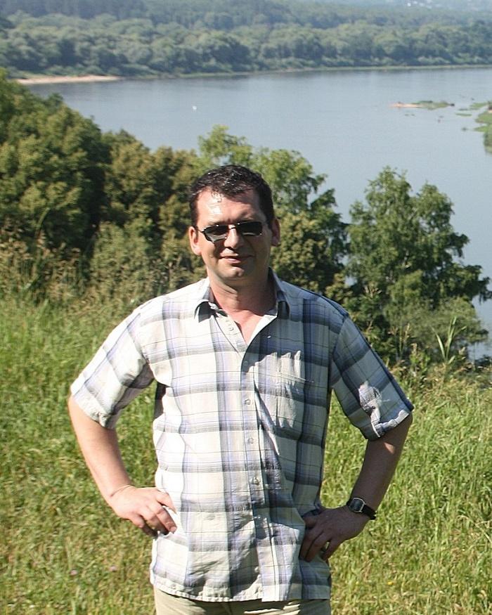Russian wood artist Oleg Pankov