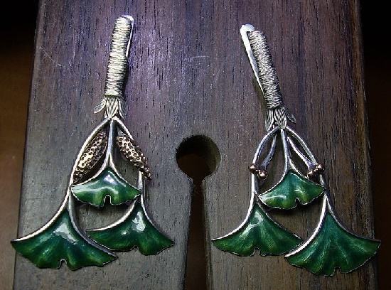 Earrings in the form of twigs of the Ginko tree. This relic plant is dioecious, so one earring has male spikelets and the other has female seeds. 925 sterling silver, 14ct gold, hot enamel, 5 cm